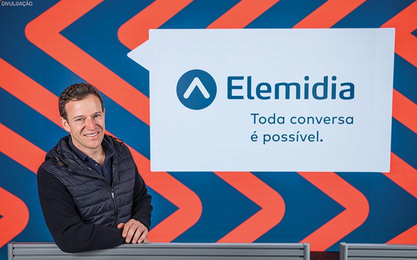 Eduardo Alvarenga, CEO da Elemidia, e, ao lado, projeto customizado da Versace: mais opções para as marcas