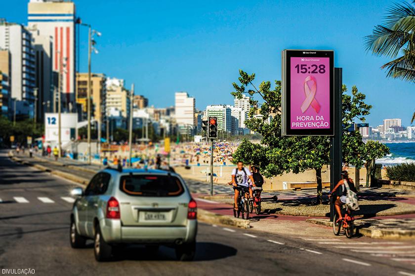 """No caso da comunicação de Outubro Rosa, o objetivo foi alertar a população para a """"Hora da Prevenção"""" ao câncer de mama"""
