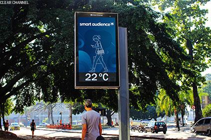 A solução Smart Audience segmenta e personaliza campanhas veiculadas em telas digitais de OOH