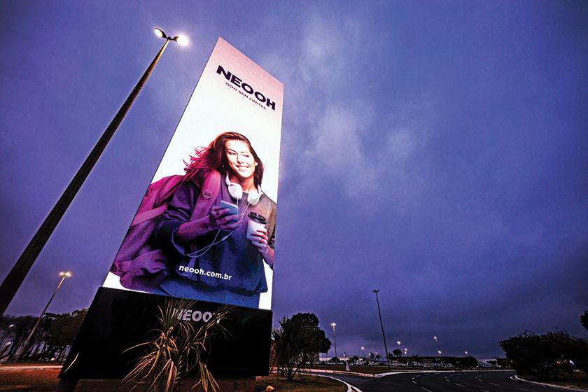 A NEOOH instalou, no Aeroporto Internacional de Brasília, o maior painel digital de OOH em aeroportos da América Latina