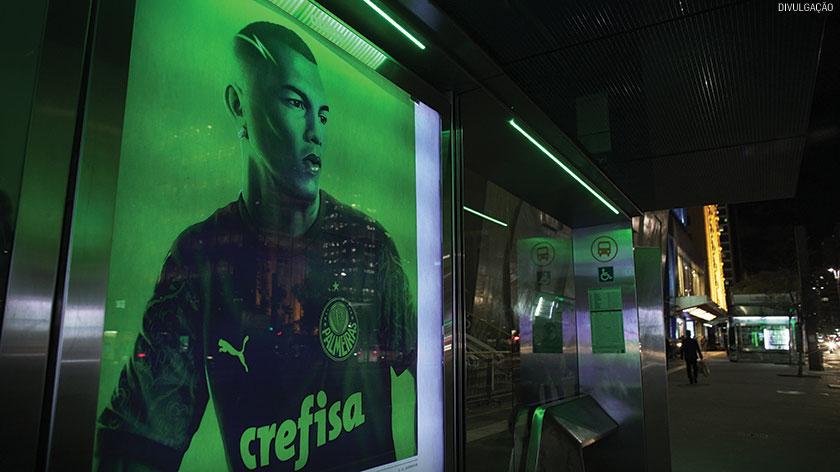 A Puma lançou camisa do Palmeiras em painel digital da Otima, localizado na Avenida Paulista
